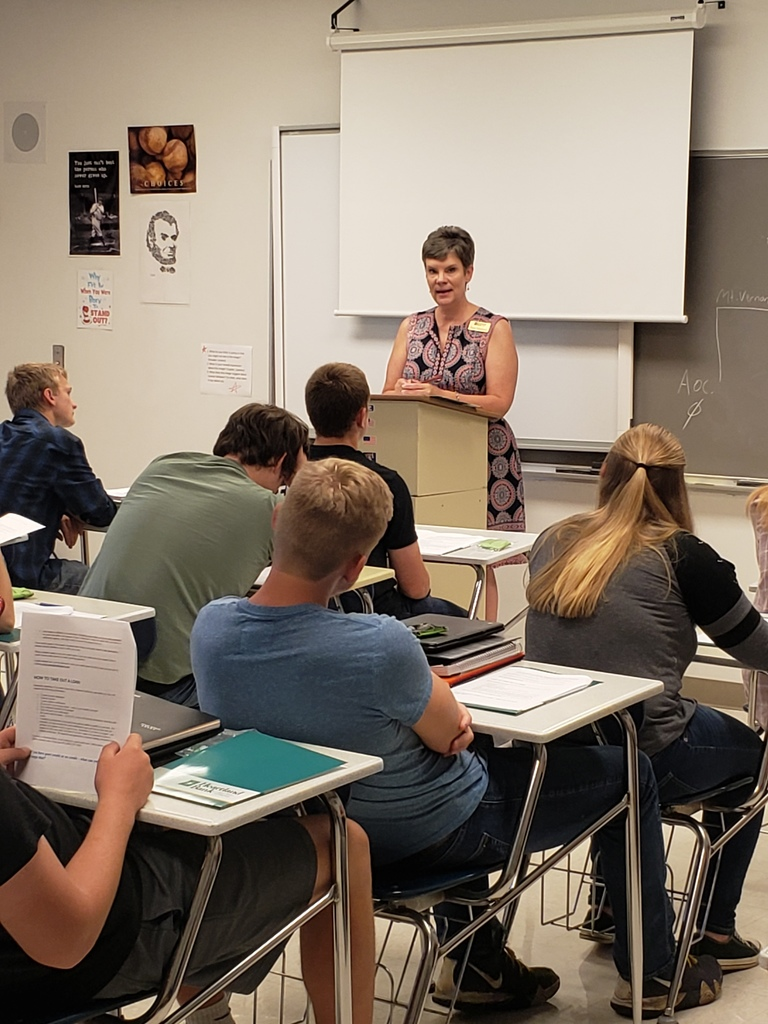 Sara Hudson of Heartland Bank Speaks to Students